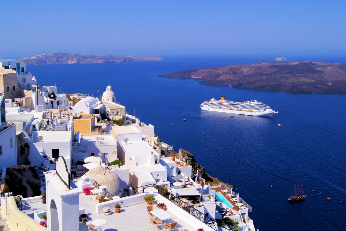 'Panoramic view of the town of Fira, Santorini, Greece' - Santorin