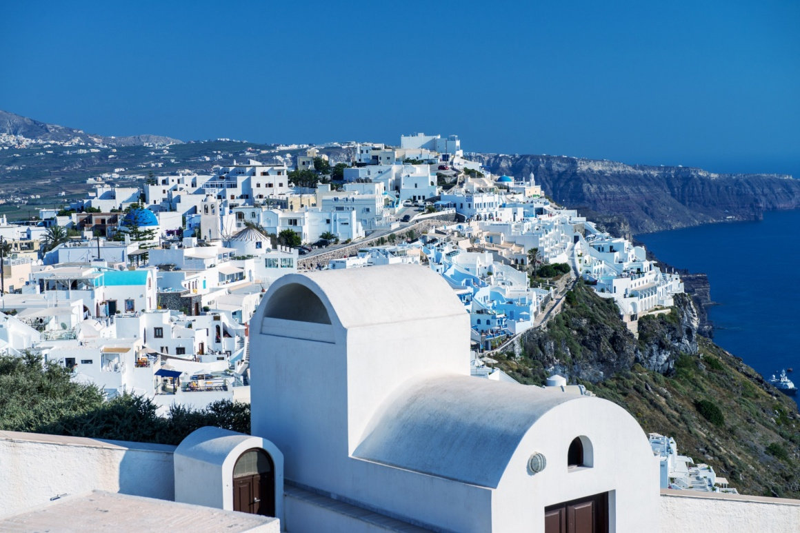'Architecture and colors of Imerovigli, village in Santorini.' - Santorin